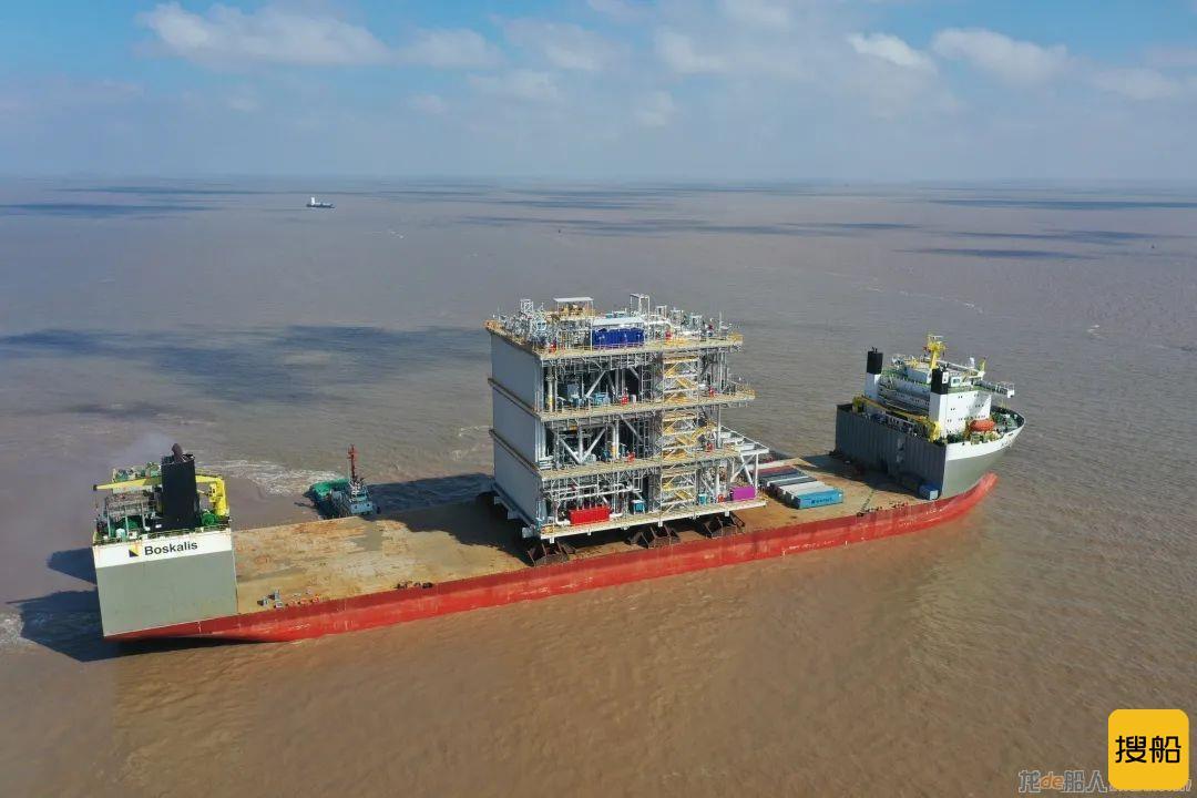 启东中远海运海工交付M019北极2液化天然气项目首个工艺模块