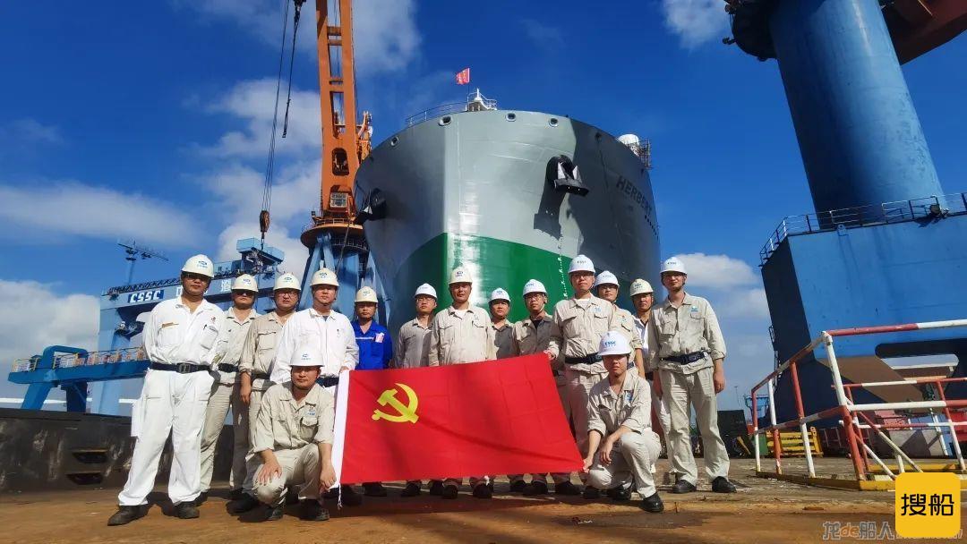 中船澄西2号62000吨重吊多用途船下水,